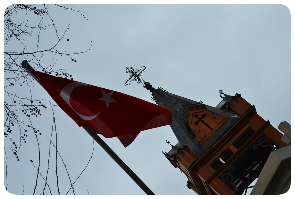 Bayrak ve Haç